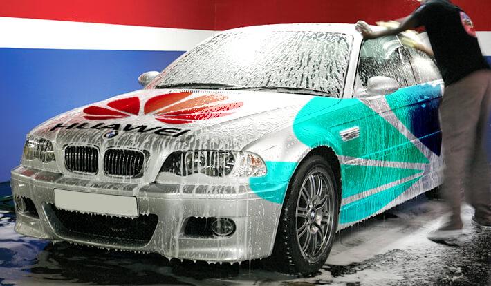 Как се почиства автомобил, облепен със самозалепващо фолио?