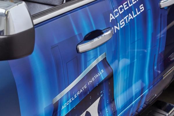 Фолио за дигитален печат 3M IJ180mC предоставя бързо апликиране върху автомобили