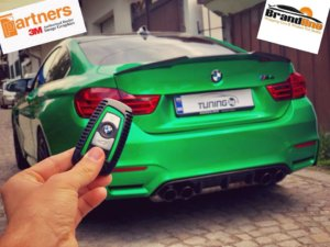 Промяна на визията на BMW M4 с фолио на 3M