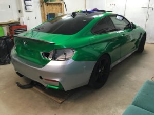 Цялостно облепяне с фолио 3M 1080, цвят завдно зелено на BMW