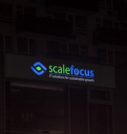 Светеща табела за ScaleFocus с бяло блокиращо светлината фолио, за ефект на букви