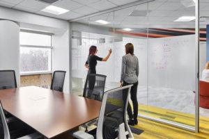 3M Whiteboard film на стъклена преграда в офис