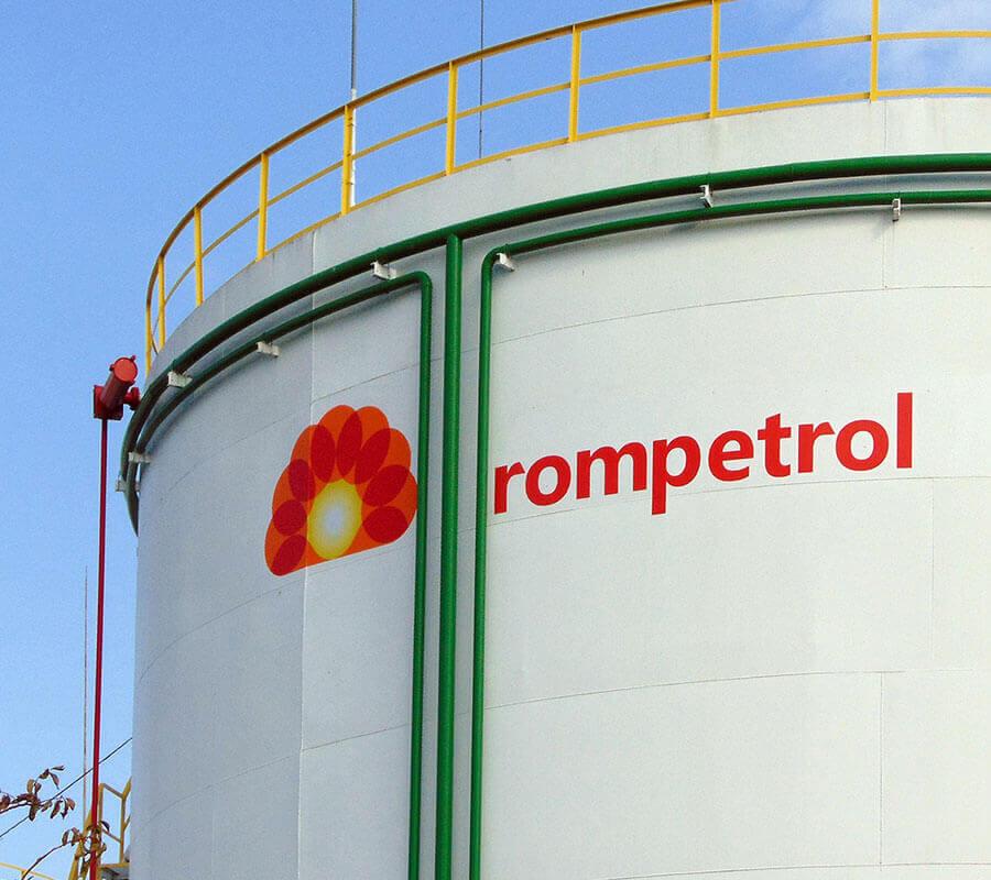 Петролната база на Ромпетрол България ЕАД с надписи от каст фолио 3M