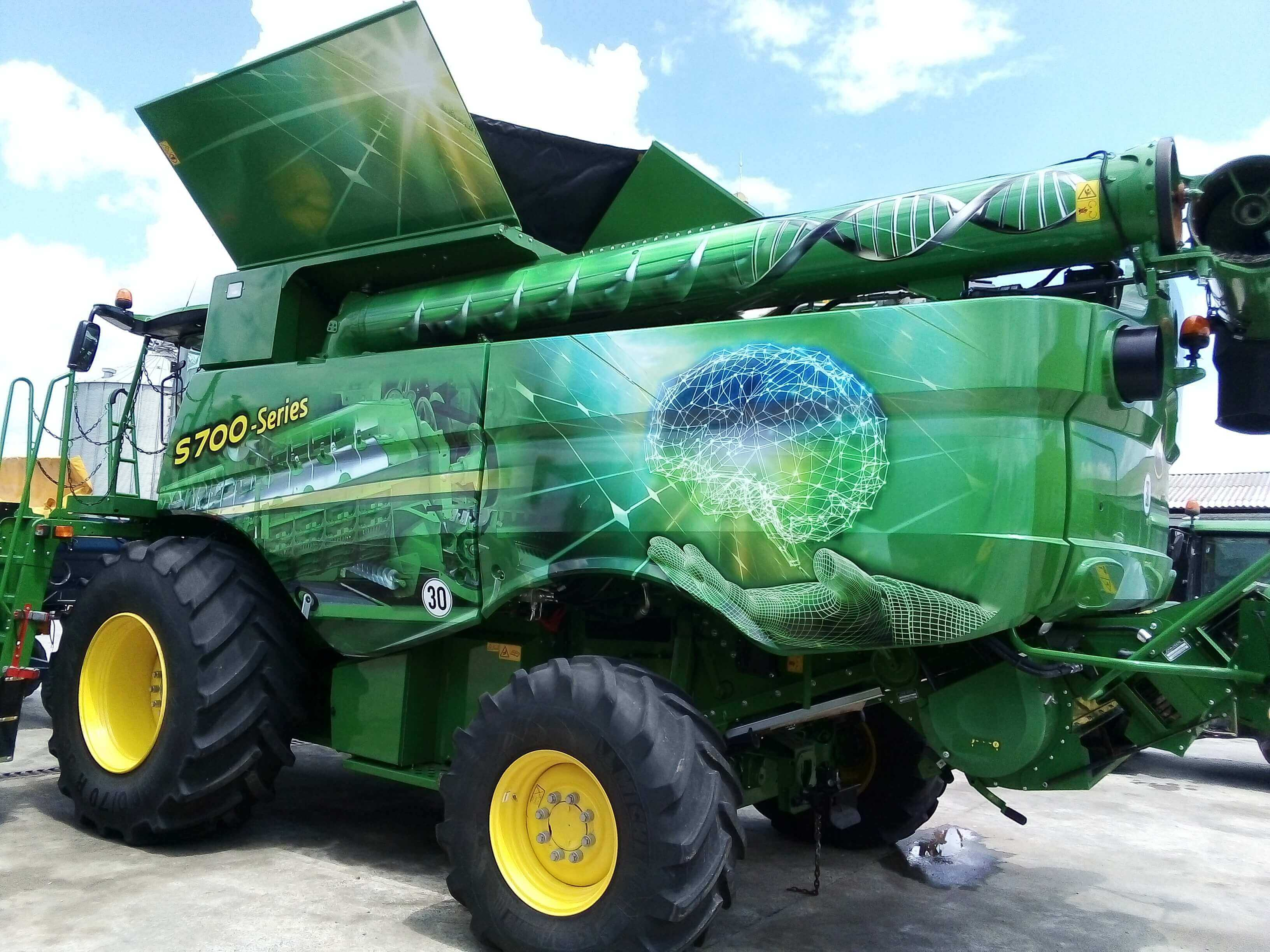 Wrapping a combine harvester with 3M self-adhesive film