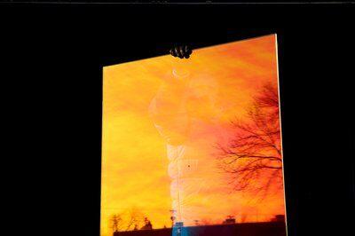3M DICHROIC Glass Finishes DF Blaze - декоративно фолио за стъкла с преливащи се цветове, пример